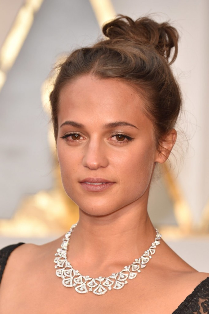 HOLLYWOOD, CA - FEBRUARY 26: Actor Alicia Vikander attends the 89th Annual Academy Awards at Hollywood & Highland Center on February 26, 2017 in Hollywood, California. (Photo by Kevin Mazur/Getty Images)