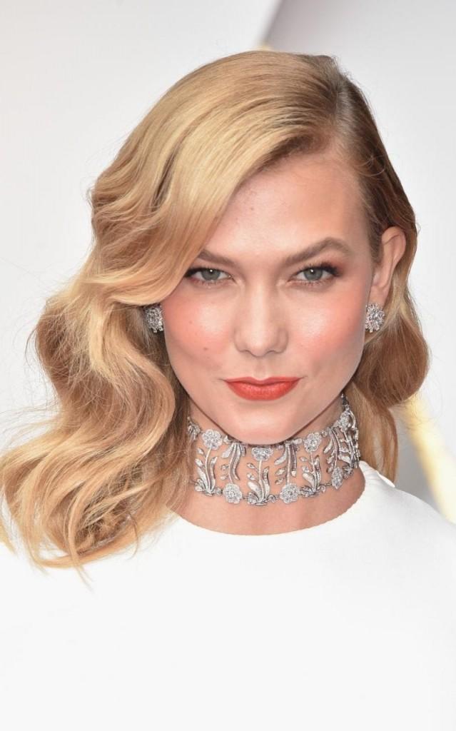 Oscars 2017 Karlie Kloss diamond choker