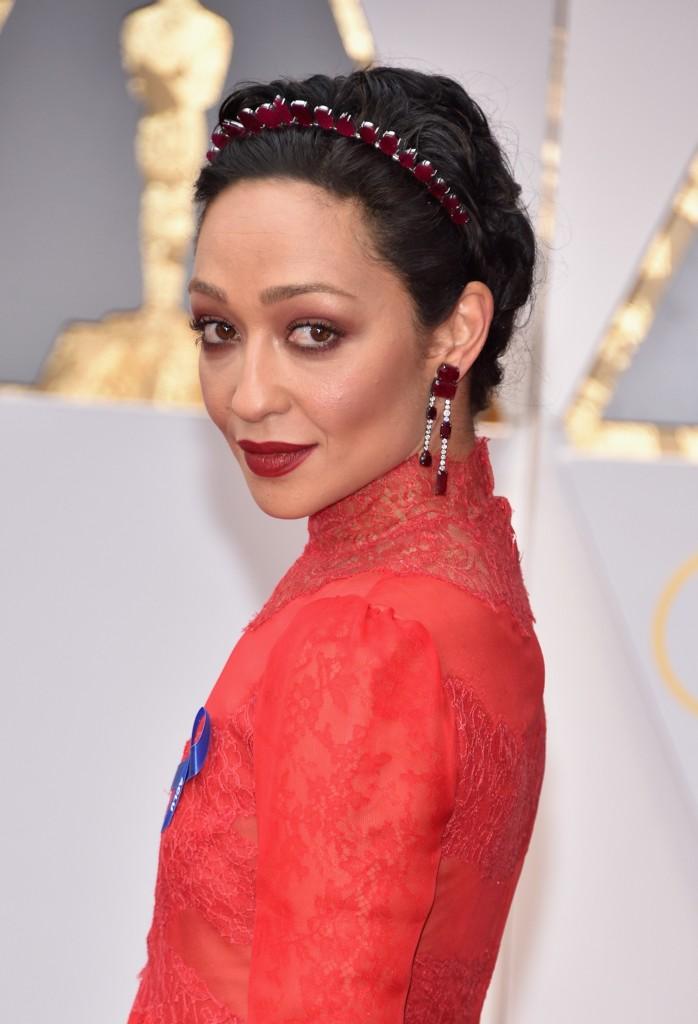 Ruth Negga headpiece Oscars 2017
