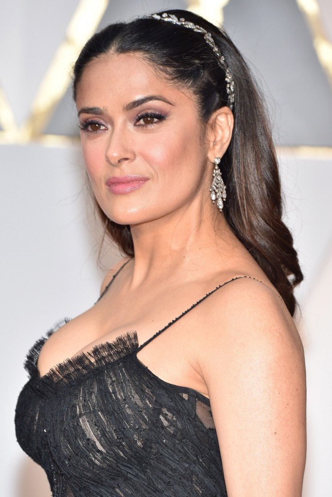 HOLLYWOOD, CA - FEBRUARY 26: Actor Salma Hayek attends the 89th Annual Academy Awards at Hollywood & Highland Center on February 26, 2017 in Hollywood, California. (Photo by Kevin Mazur/Getty Images)