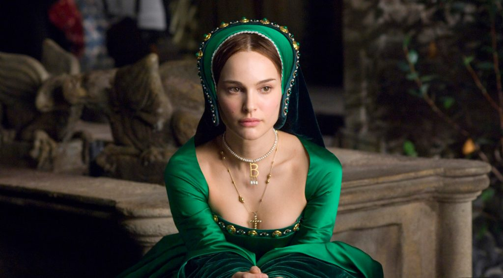 "Natalie Portman as Anne Boleyn with ""B"" necklace - Jewelry in Movies"