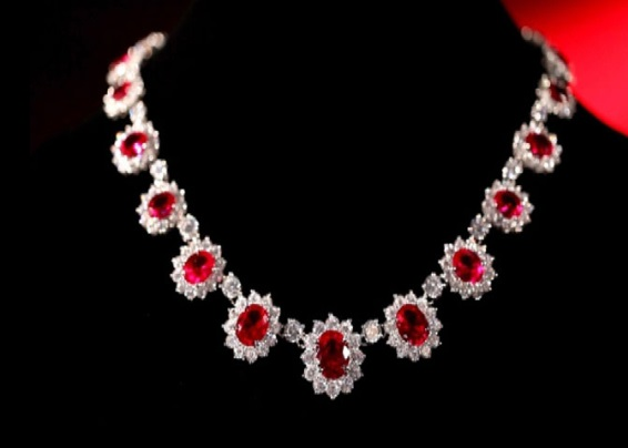 Pretty Woman's Necklace by Fred Joaillier.