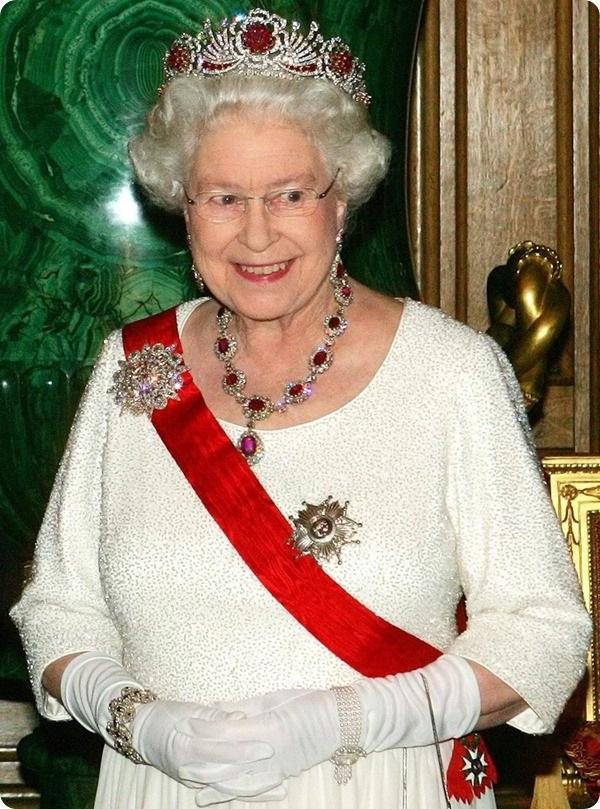 Queen Elizabeth II's ruby jewelry: Ruby Necklace
