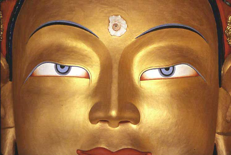 Goddess, Tsun-Kyan-Kse, with blue sapphire eyes.