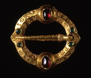 Late Medieval Ring brooch 14th century from the British Museum. Gold; set with two rubies and four emeralds end cabochon. The meaning of the inscription is difficult to determine, but the sentiment is most likely to be one of love or friendship
