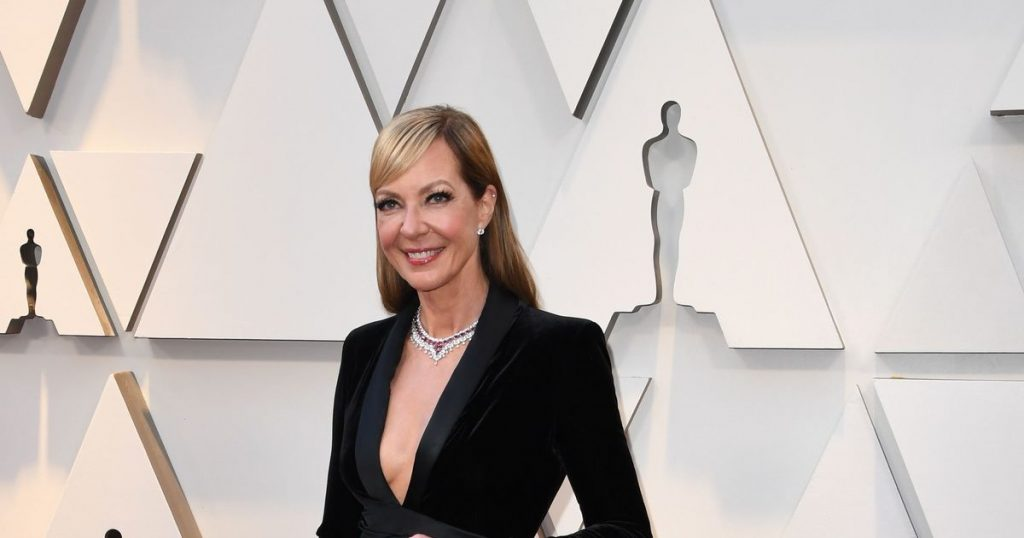 At the Oscars 2019, Allison Janney wore Chopard jewels, including a necklace featuring 59.03-carats of heart-shaped rubies and 67.97-carat of diamonds set in 18k white gold from the Red-Carpet Collection.