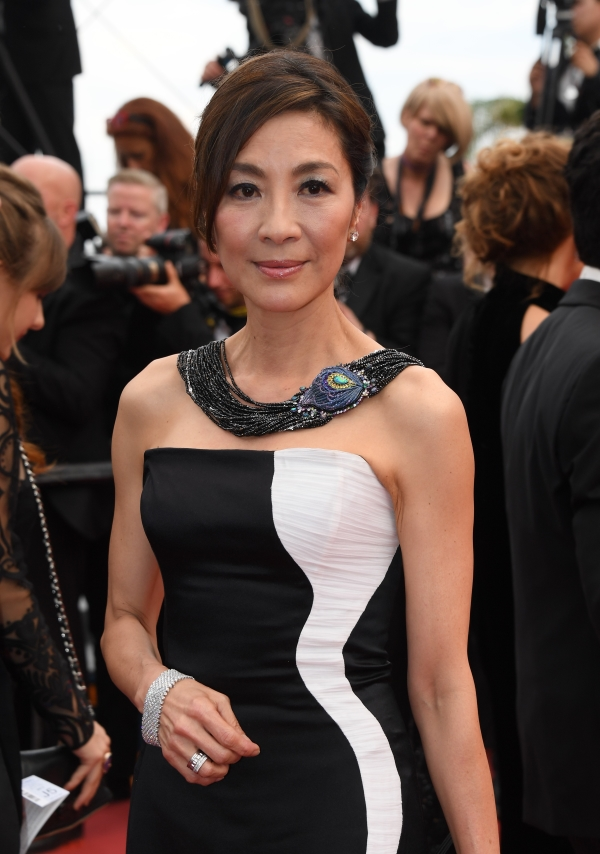 At the 2017 annual Cannes Film Festival kicked off on May 19, Michelle Yeoh walked the premiere red carpet in a white gold and titanium necklace set with black opal, 3,586ct of spinels, 37.58ct of sapphires, diamonds, tsavorites, and amethysts from the Maison's High Jewelry Collection.